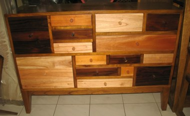 Chest of drawers-Q32