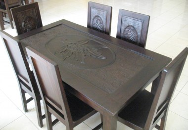 Dining table-J1E4