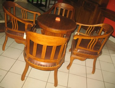 Terrace table and 4 chairs-E44